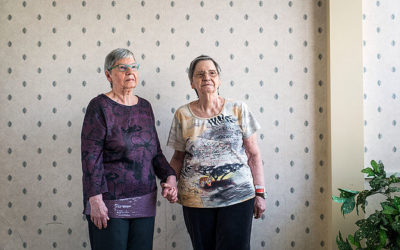 2 Survivors of Canada's First Quintuplet Clan Reluctantly Re-emerge